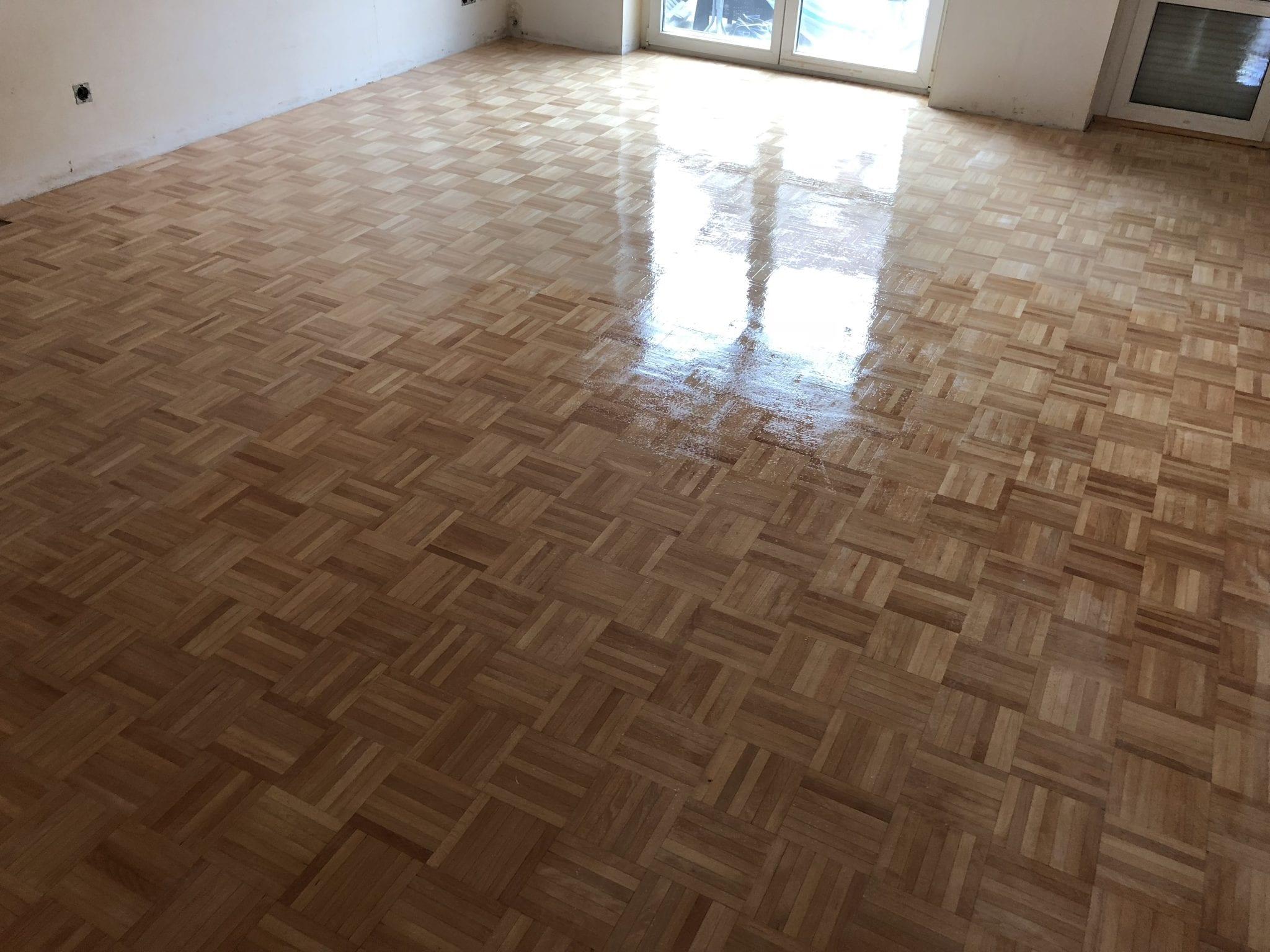 Holzboden schleifen / Bodenleger