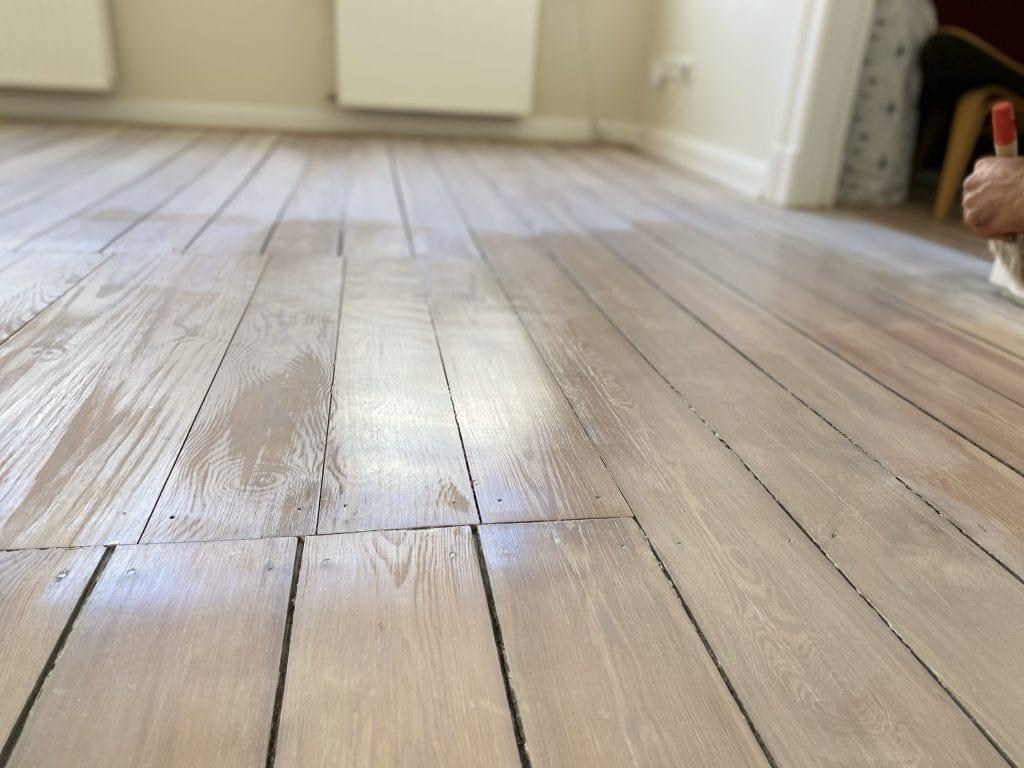 Holzboden weiß kalken